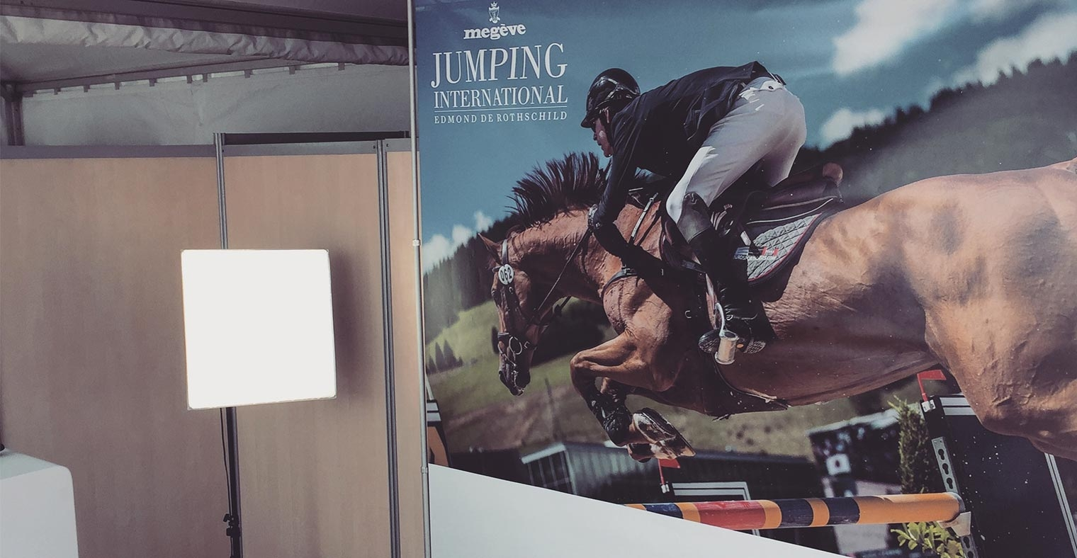 Location Photo Booth Jumping